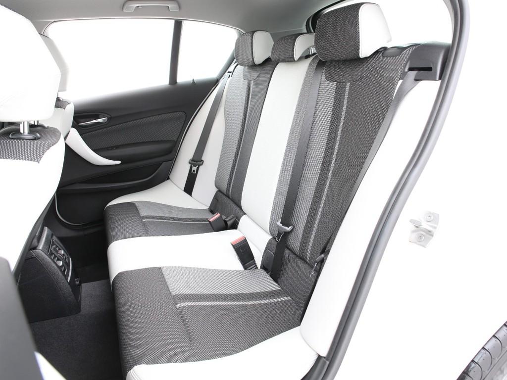 セカンドシートもフロントシートとオシャレなデザインとなります!