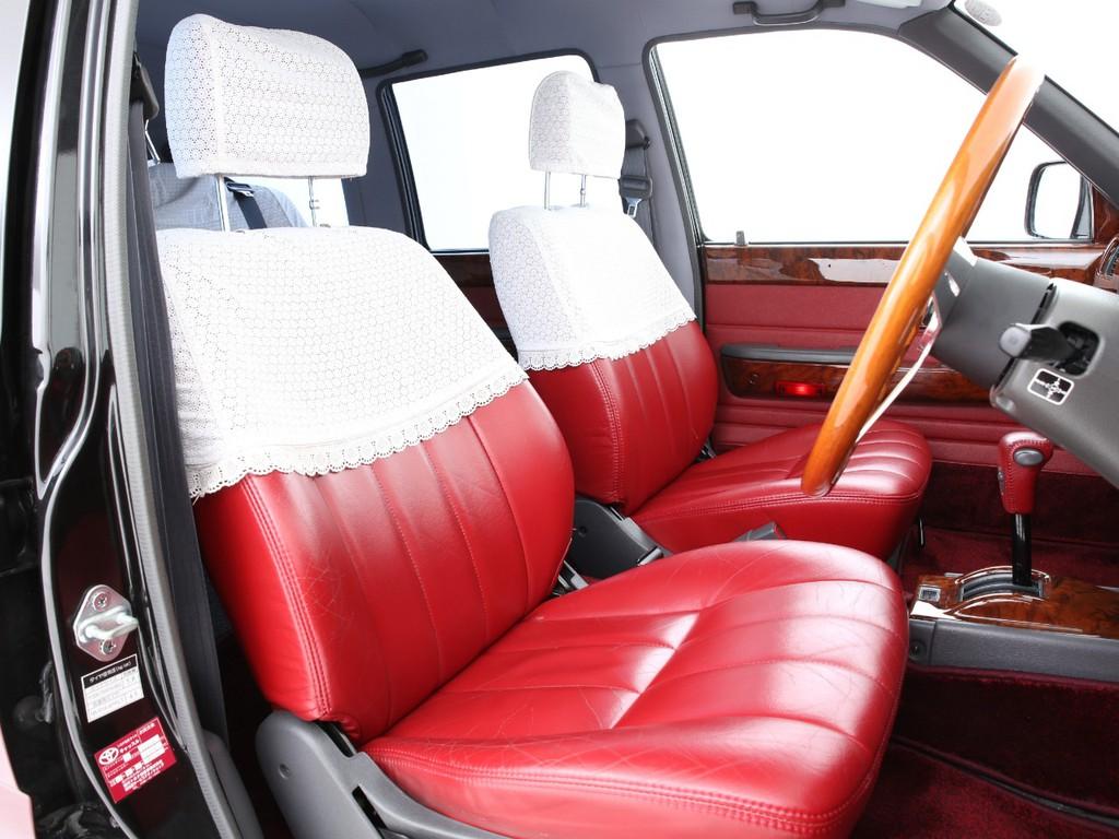 シートは赤の本革シート!多少の使用感はございますがまだまだ使えるシートです!