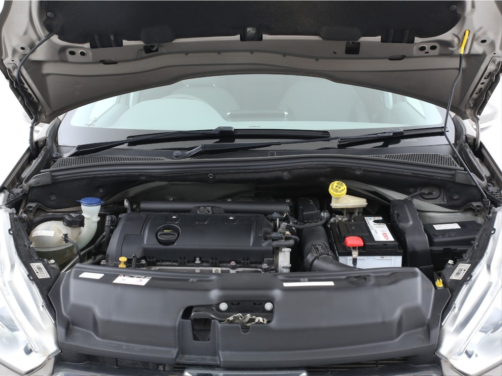 エンジンは1600ccのガソリン!必要十分なパワーがございます!