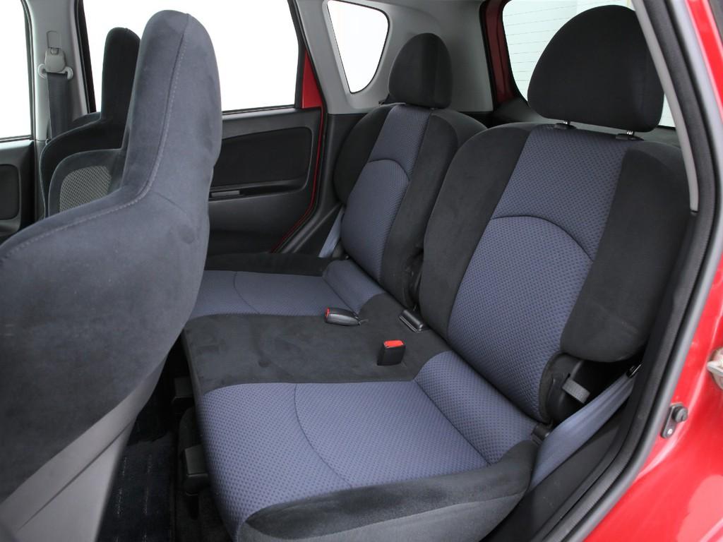 セカンドシートは2人掛けの乗車定員4人となります!