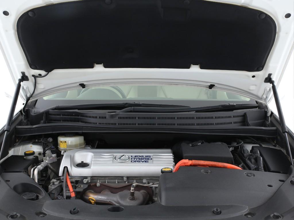 エンジンは2400ccのガソリン+モーターのハイブリット!パワーと燃費を両立しております!