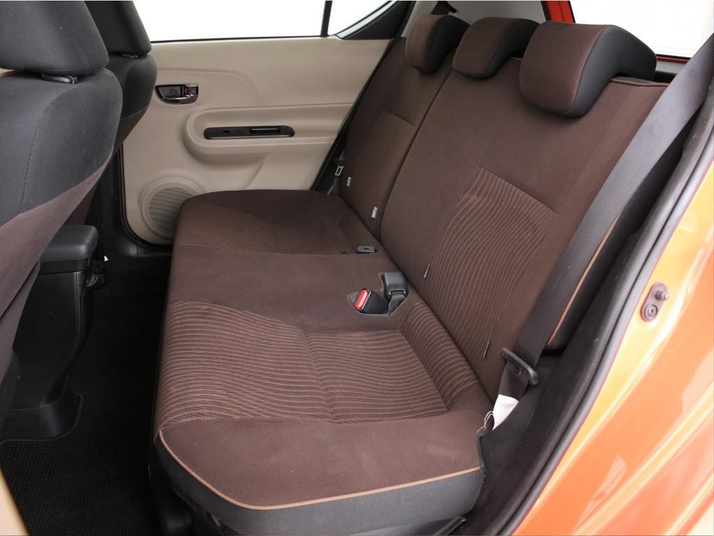 セカンドシートは3人掛け!乗車定員5人の5ナンバーのお車です!