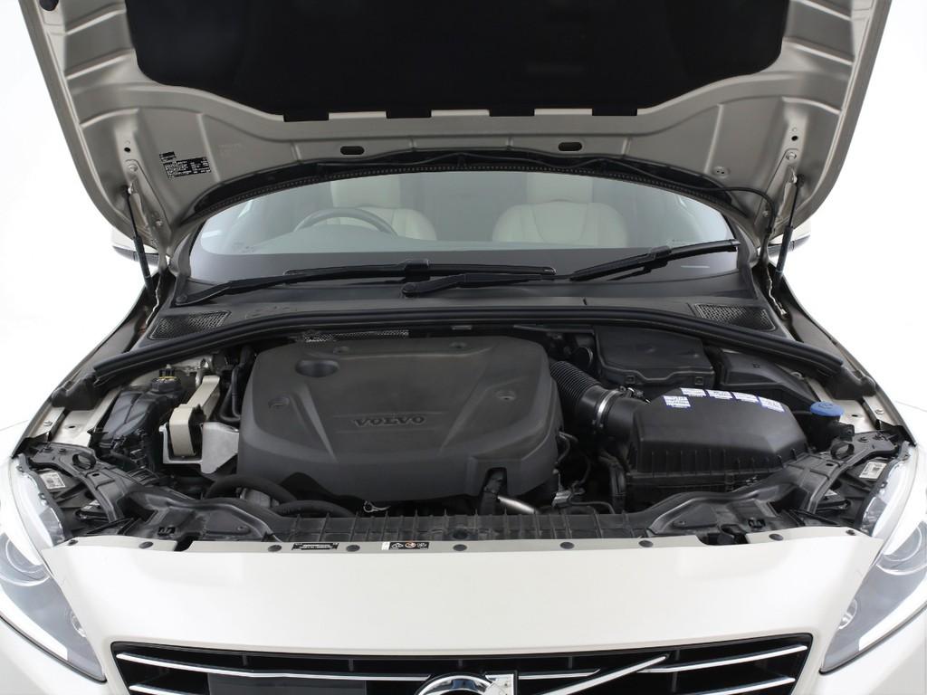 エンジンは2000ccのディーゼルターボ!低燃費&パワフルなエンジンです!