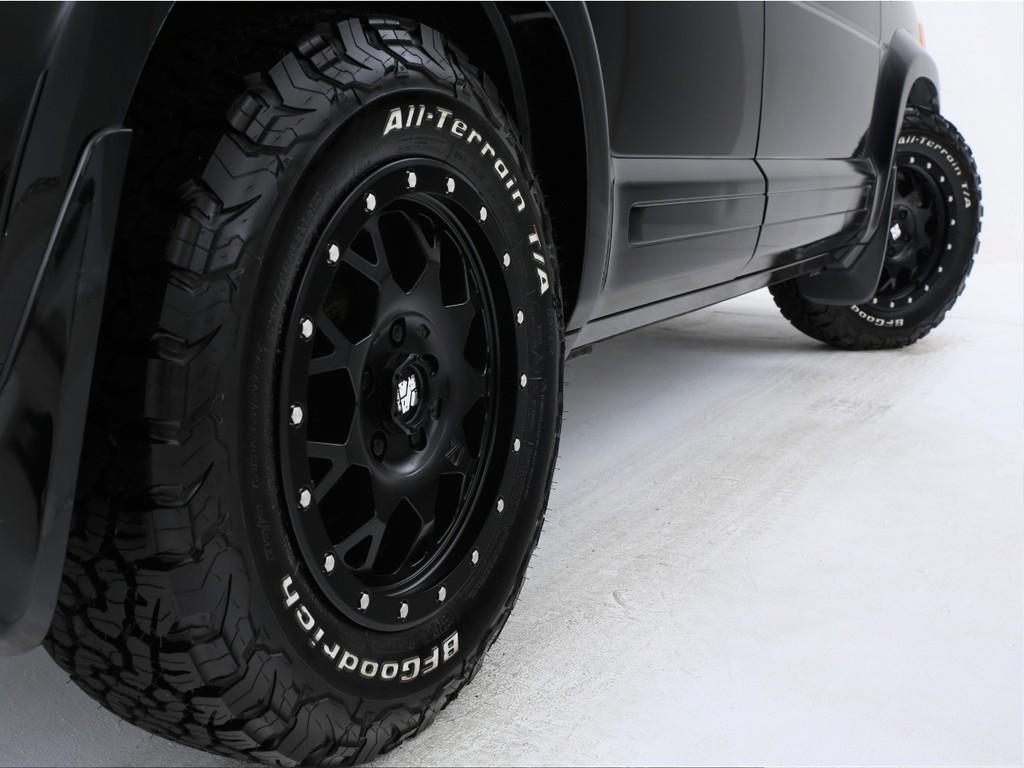 足元には新品エクストリームJ16インチアルミ&新品グッドリッチタイヤを装着!ノーマルもございます!