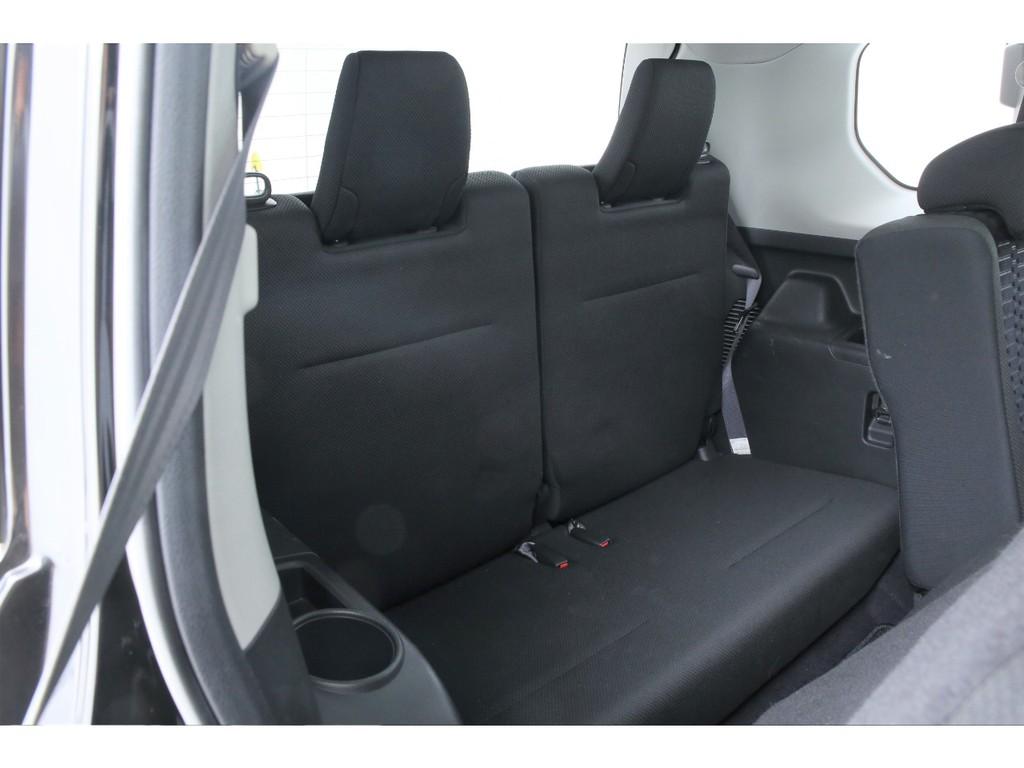 サードシートは2人掛け!稀少な3列シートのSUVとなります!