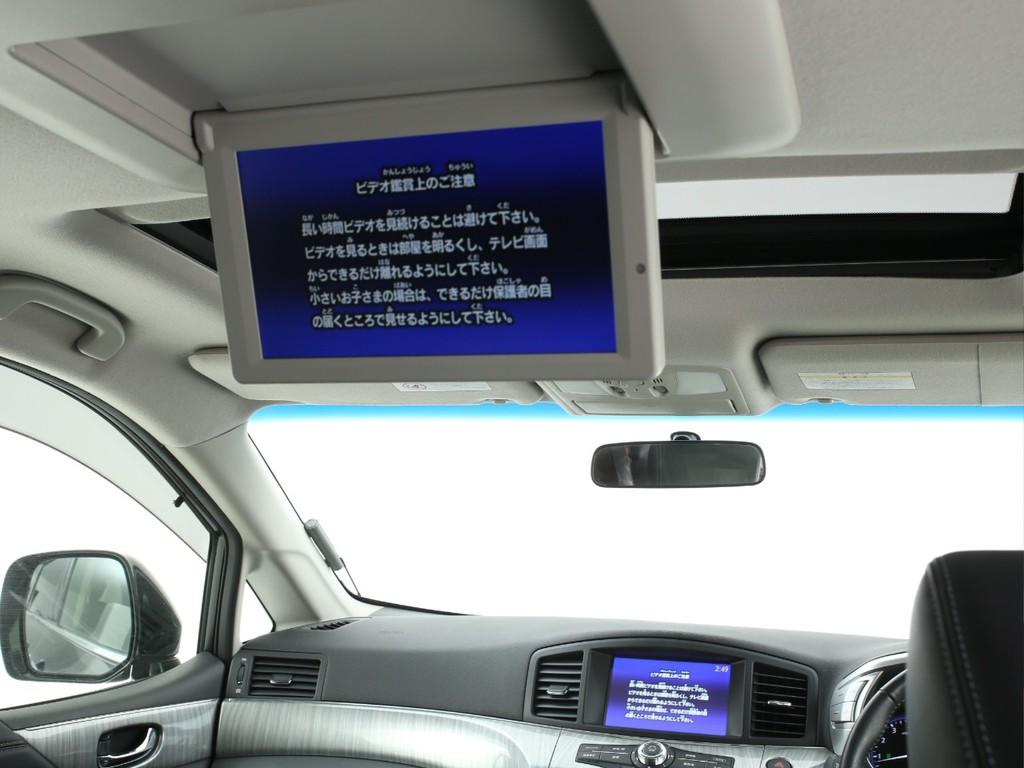 天井には純正フリップダウンモニター付き!モニターは電動で開閉します!