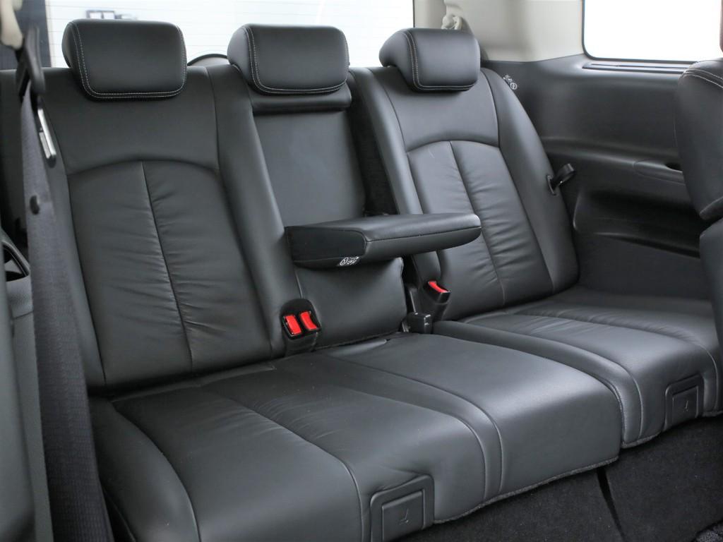 サードシートは3人掛け!3列シートの7人乗りのお車となります!