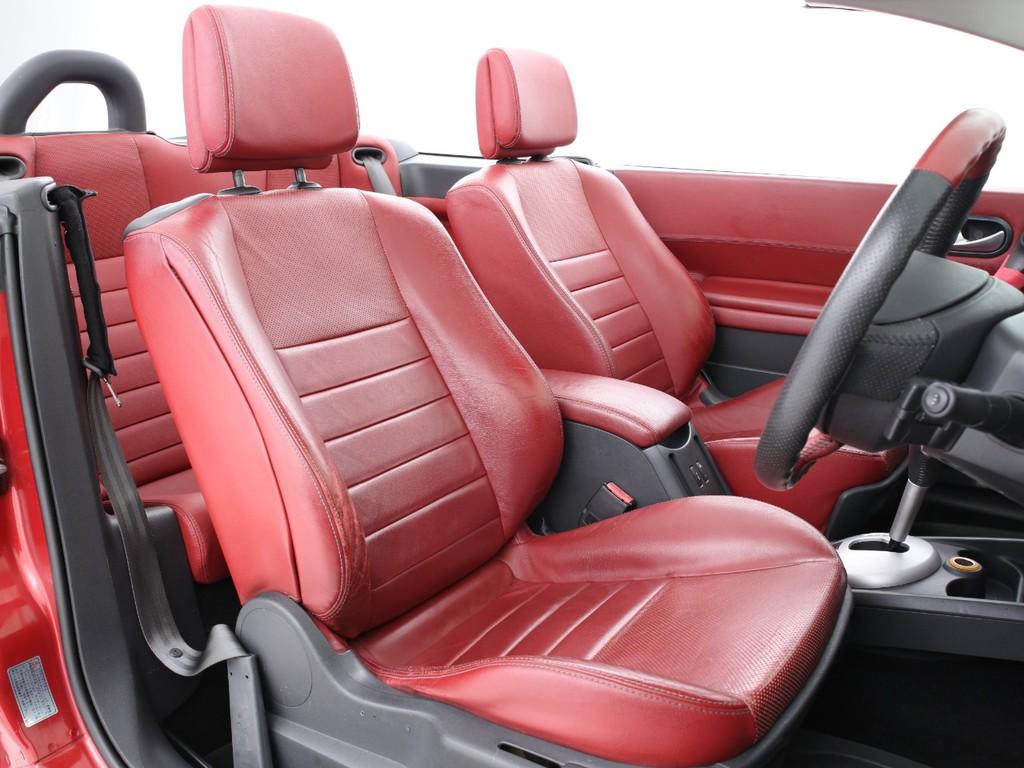 シートは赤の本革シート!使用感やヒビ割れがございますがまだまだ使えるシートです!