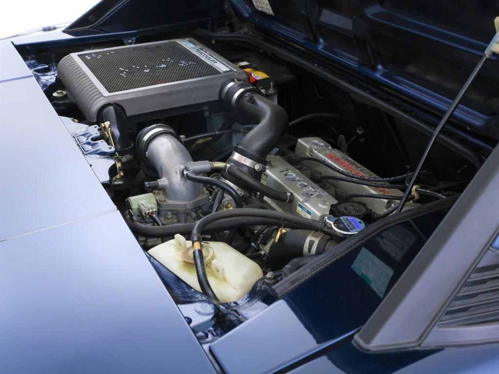 エンジンは1600ccのスーパーチャージャー付き!パワフルなエンジンです!