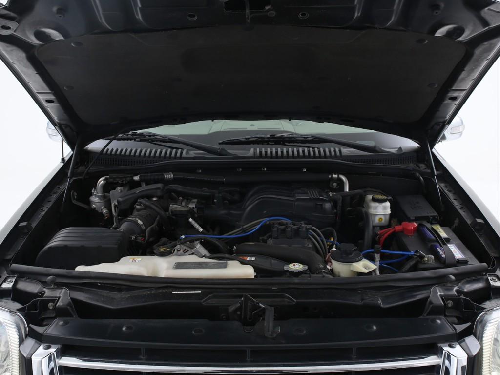 エンジンは4000ccのガソリン!大排気量ならではのパワーを体感ください!