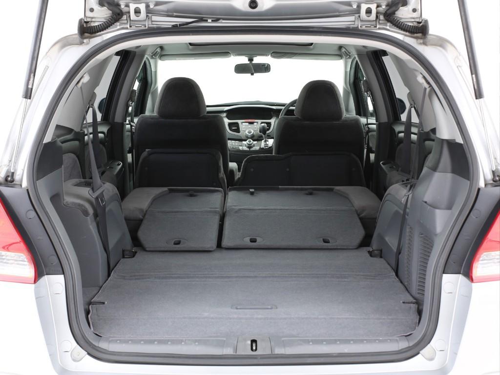 サードシートは床下に収納可能!フラットなラゲッジスペースにもなります!
