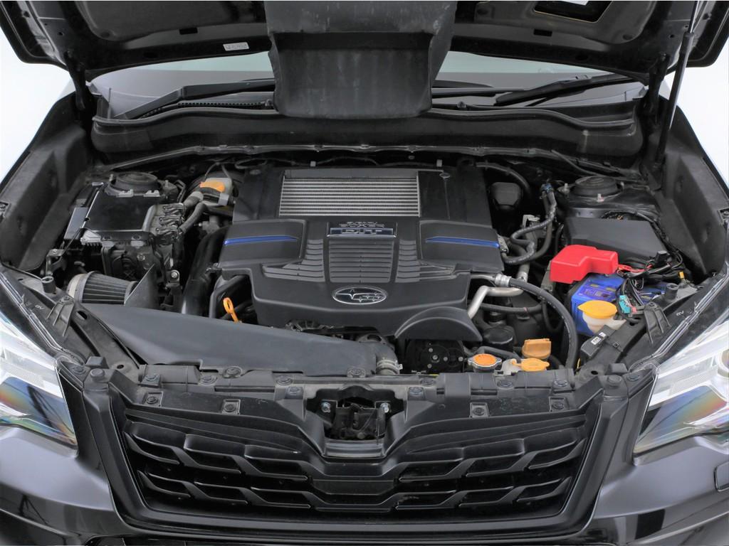 エンジンは2000ccのガソリンターボ!スバル得意の水平対向エンジンです!