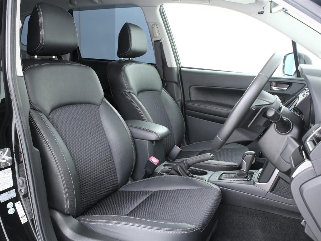 シートは純正のハーフレザーシート!シートヒーター機能も付いております!