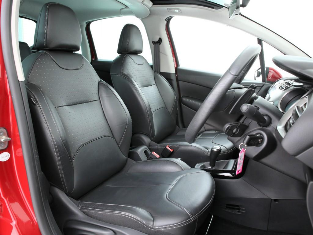 シートは全席黒の本革シートとなります!多少の使用感はございますがまだまだ使えるシートです!