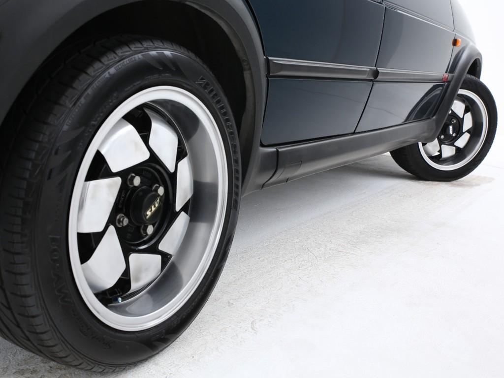足元にはATS製15インチアルミを装着!タイヤは交換をオススメ致しております!