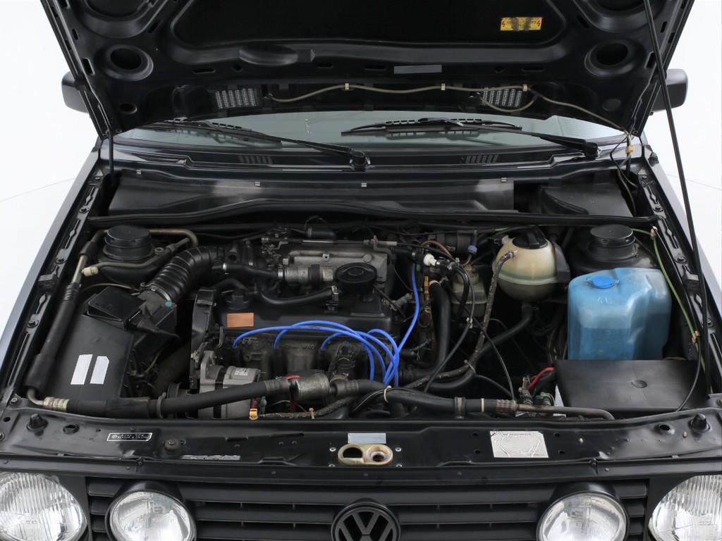 エンジンは1800ccのガソリン!エンジンに不調はみられません!