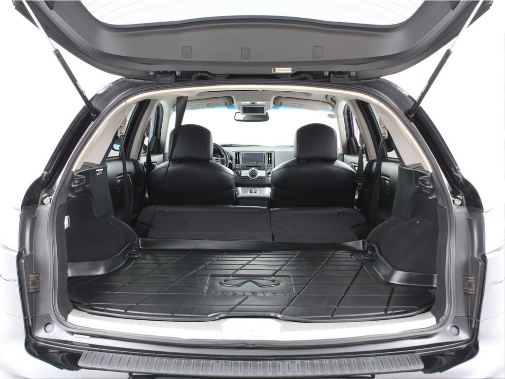 SUVですので広いラゲッジスペースが有ります!シートを倒せば更に広くなります!
