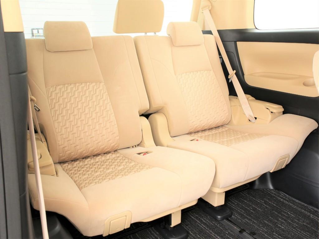 3人掛けのサードシート!乗車定員8人の3列シートとなっております!