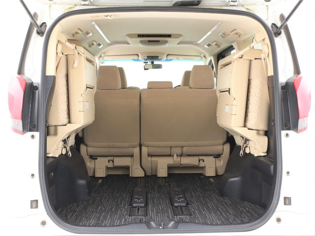 サードシートは両側跳ね上げ可能です!広いラゲッジスペースにもなります!