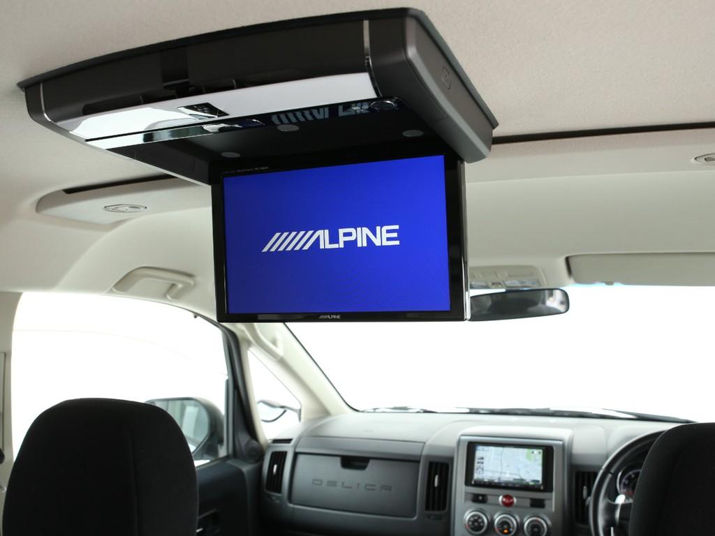 天井にはアルパイン製フリップダウンモニターが装着されております!