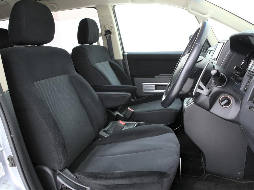 アームレスト付きのフロントシート!多少に使用感はございますがまだまだ使えるシートです!