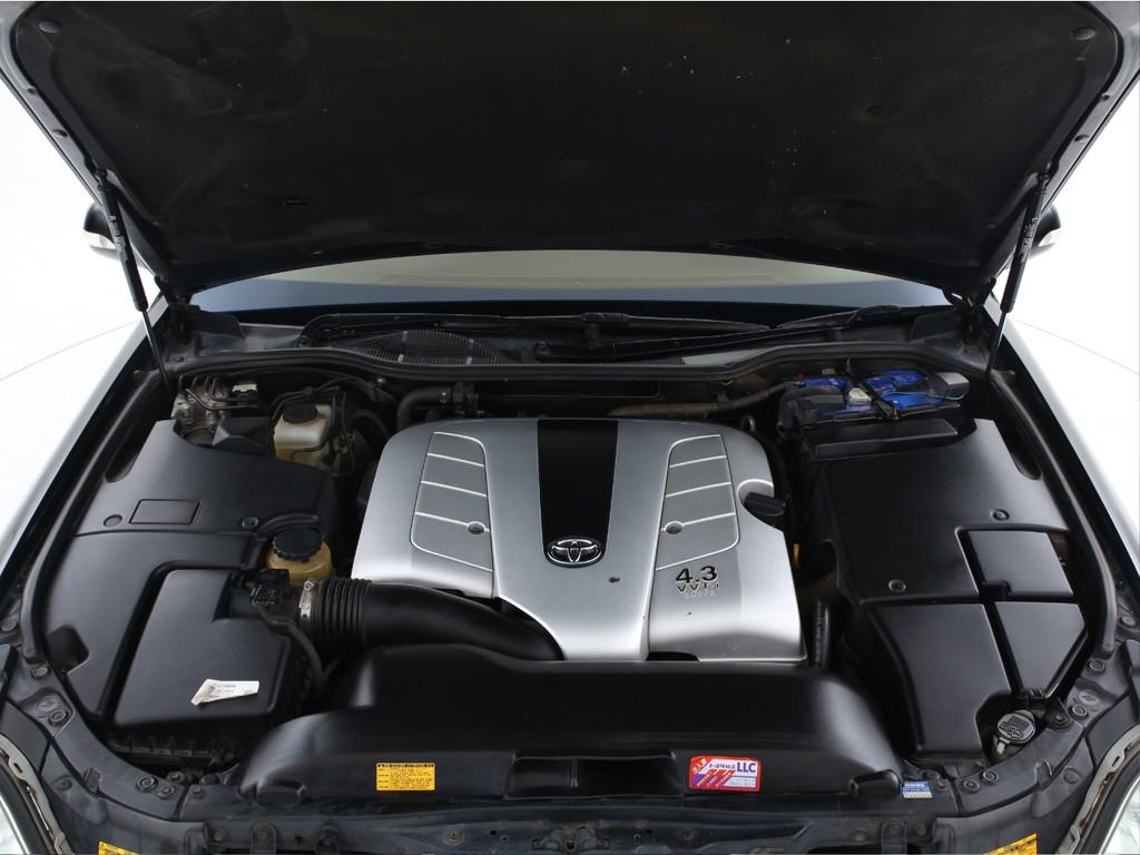 エンジンは4300ccのガソリン!大排気量ながら静かなエンジンです!