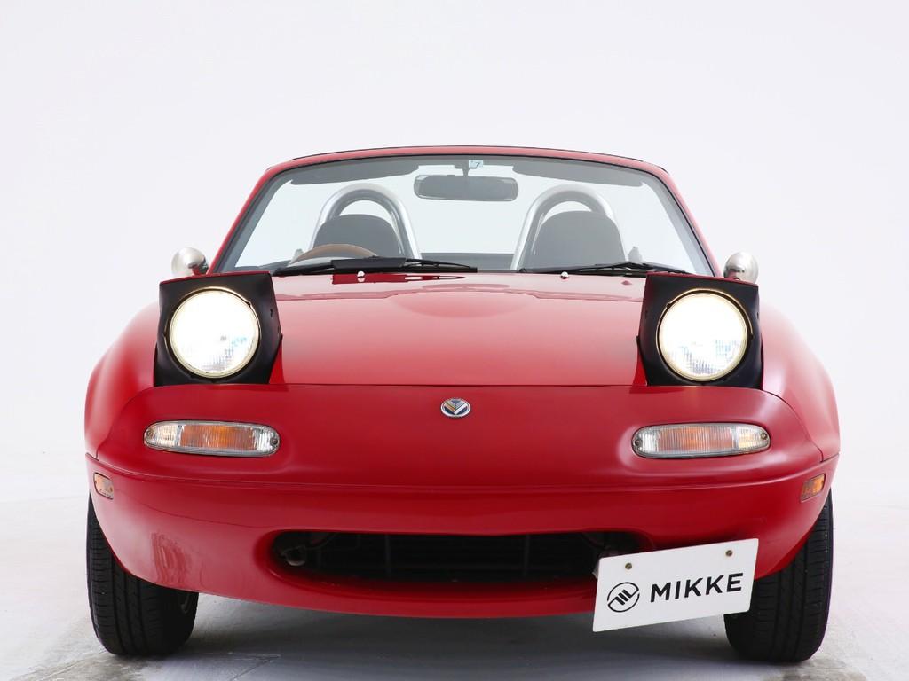 今の車には無いリトラクタブルヘッドライトのお車となっております!