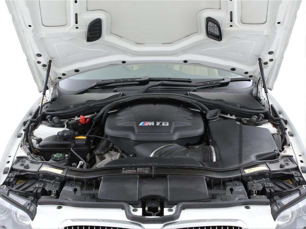 エンジンはこのモデルから排気量が拡大された4000ccのV型8気筒となります!