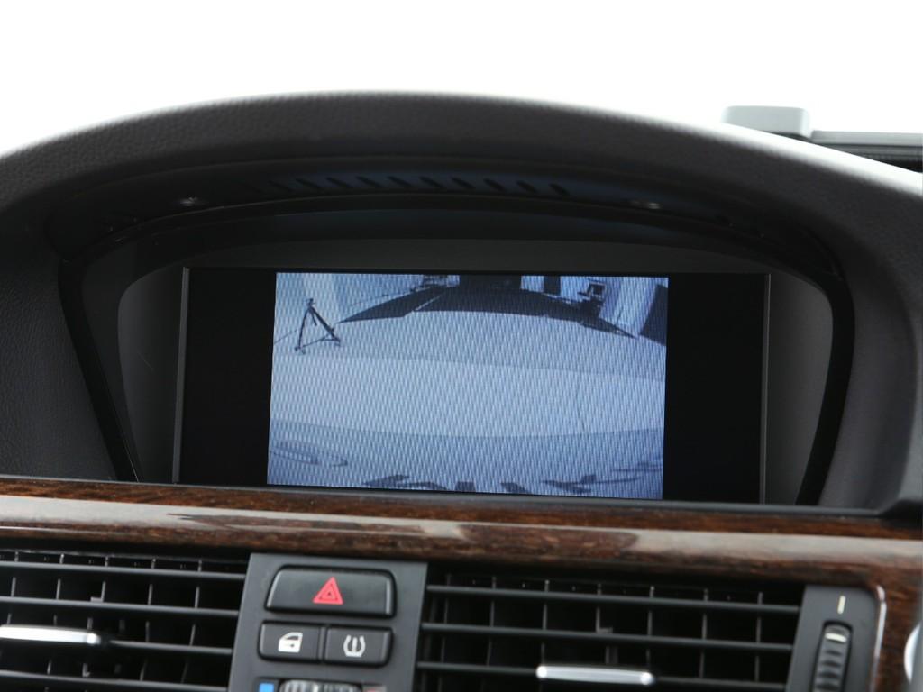 BMW純正ディスプレイ!ナビに加えて各種設定やバックカメラも付いております!