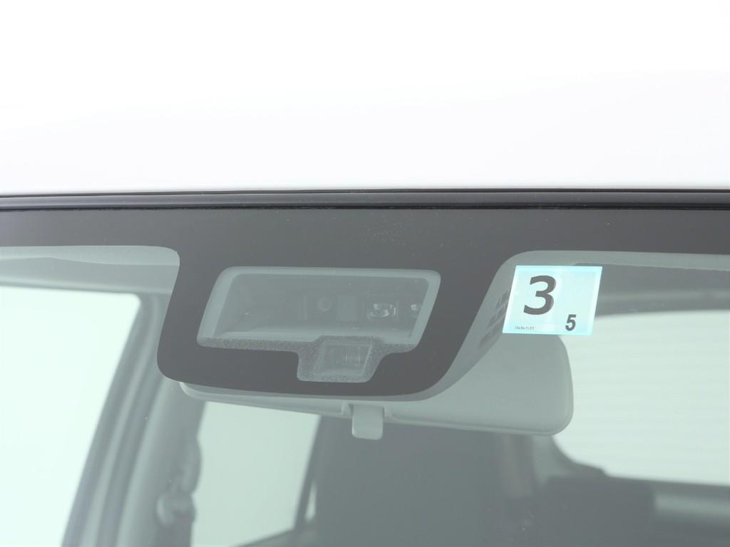 フロントガラスには衝突被害軽減ブレーキ付き!先進の安全装備です!