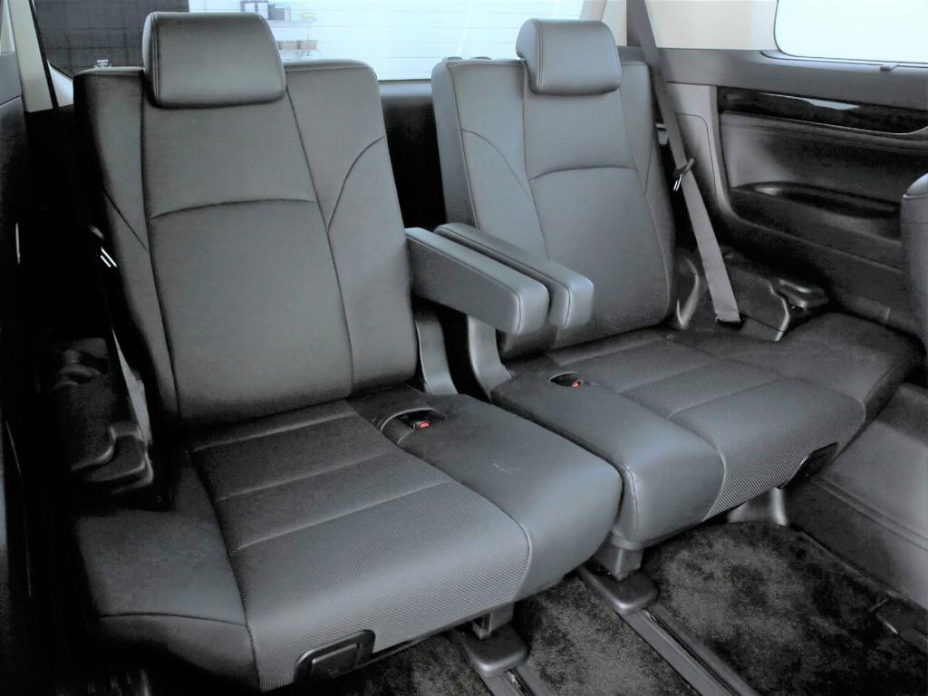 サードシートは3人掛け!3列の7人乗りとなります!人気のミニバンです!