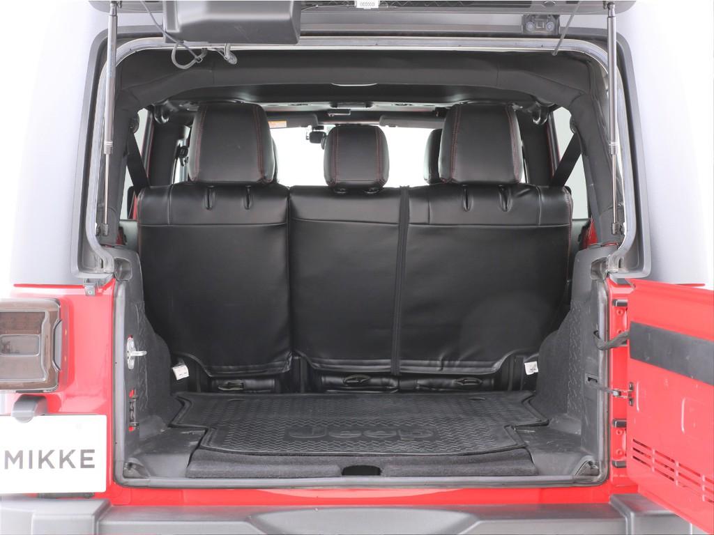 広いラゲッジスペースもございます!シートを倒せば更に広い荷室になります!