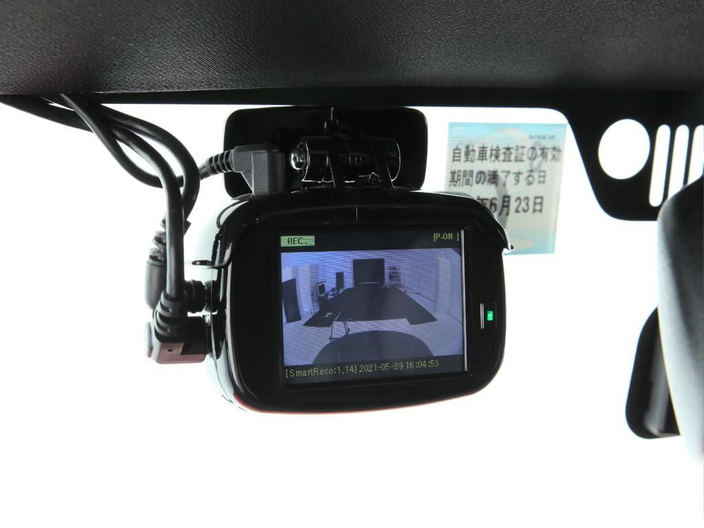 人気アイテムのドライブレコーダー付き!前後共にカメラ付きとなっております!