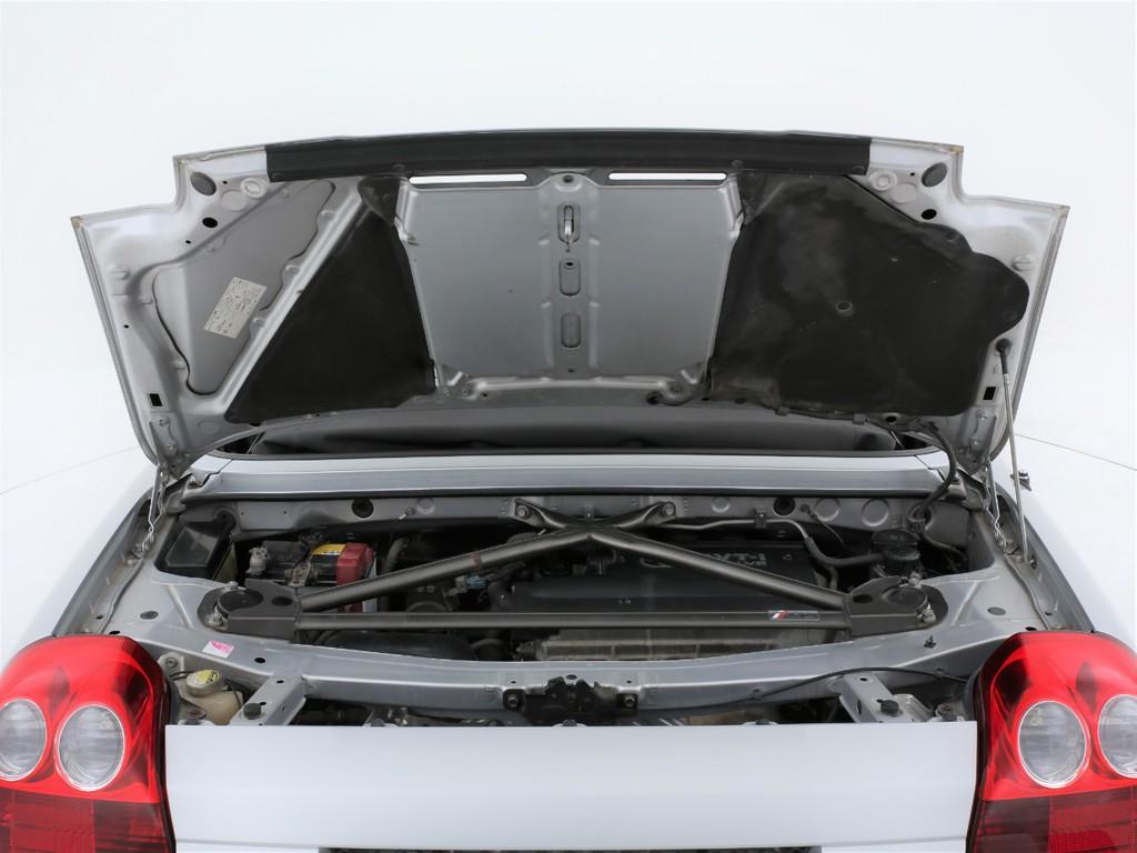 エンジンは1800ccのガソリン!TRDのタワーバーが装着されております!