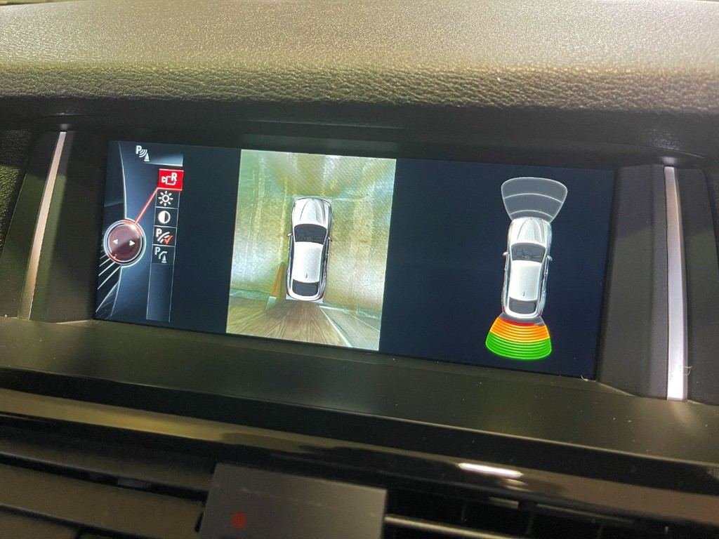 BMW純正HDDオーディオ!フルセグ地デジTV&全方位カメラ機能付きです!