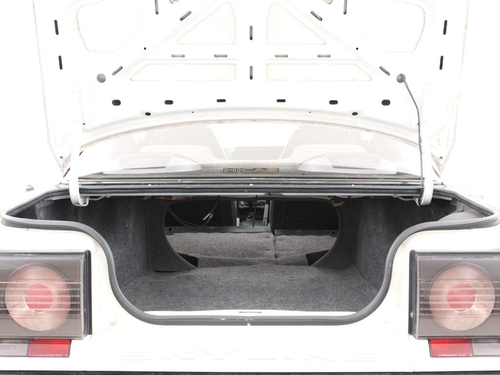十分な広さの有るトランク!セカンドシートを倒せば室内と繋がります!