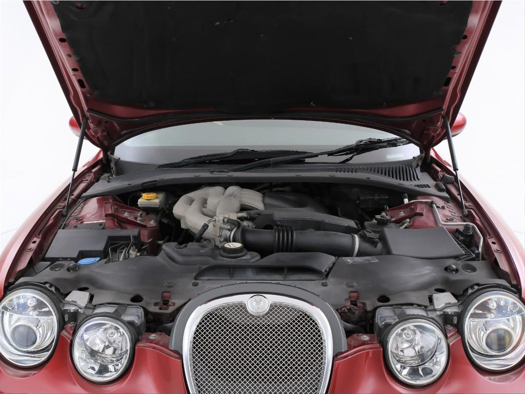 エンジンは3000ccのV6ガソリン!最大243ps(カタログ値)を発生します!