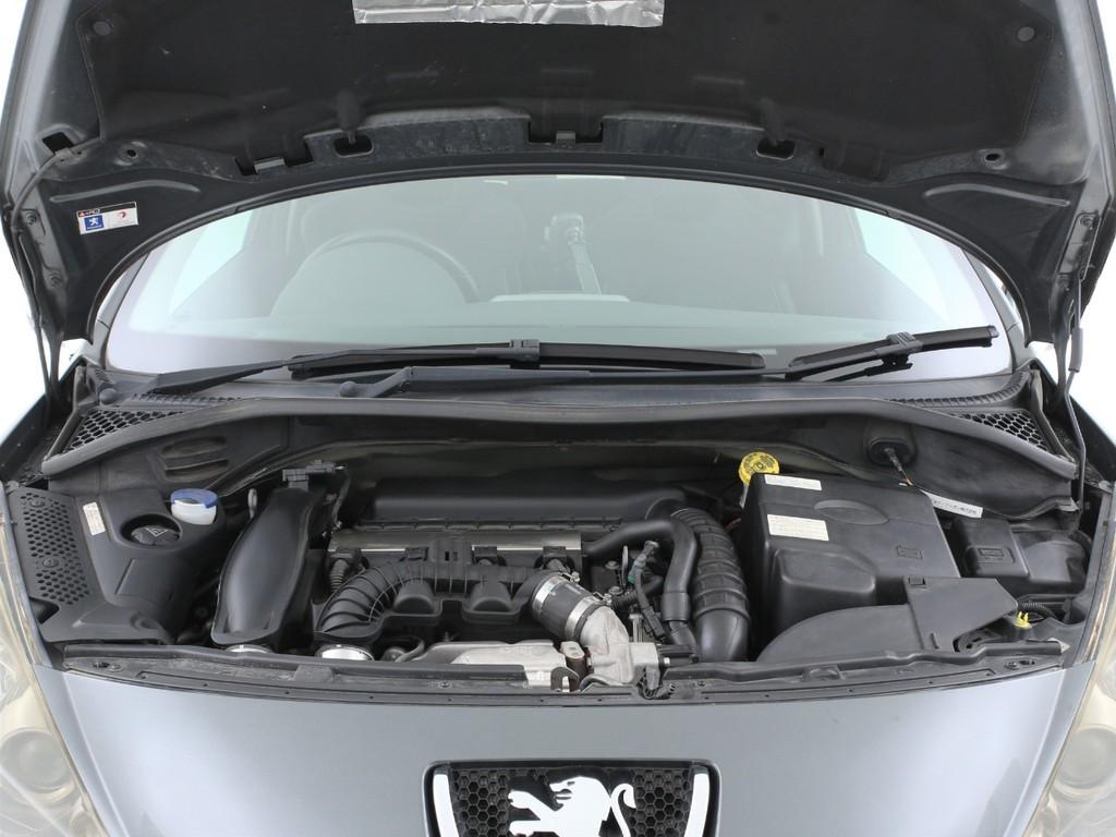 エンジンは1600ccのガソリンターボ!十分なパワーを発揮します!