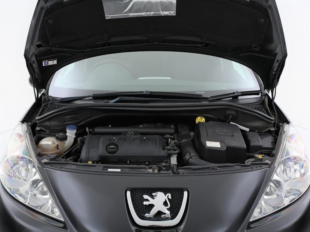エンジンは1600ccのガソリン!4速ATとの組み合わせとなります!