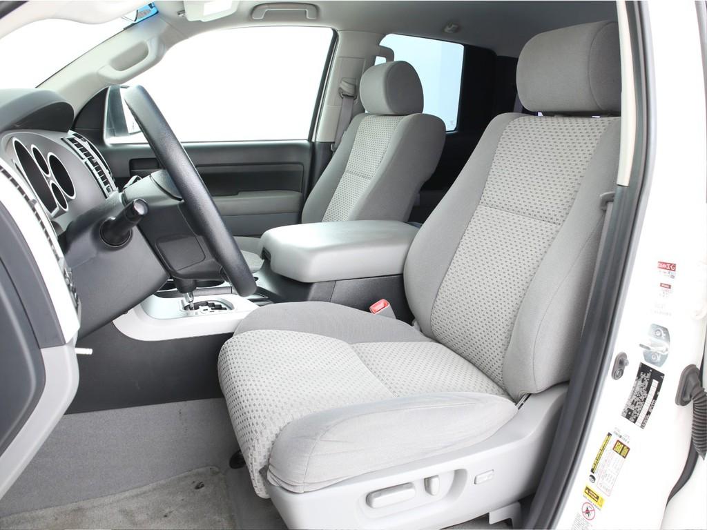 運転席は電動にて操作可能なパワーシート!多少の使用感はございますがまだまだ活躍してくれます!