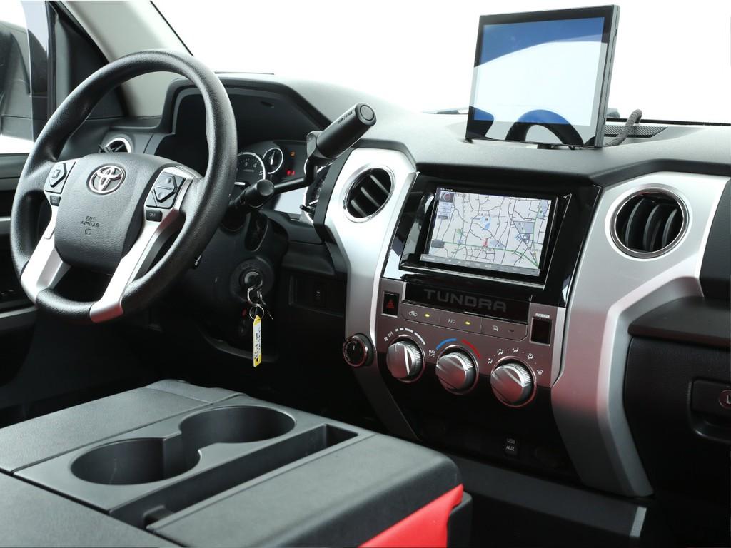 スイッチ類は運転席周辺に集中!操作しやすい様にデザインされております!