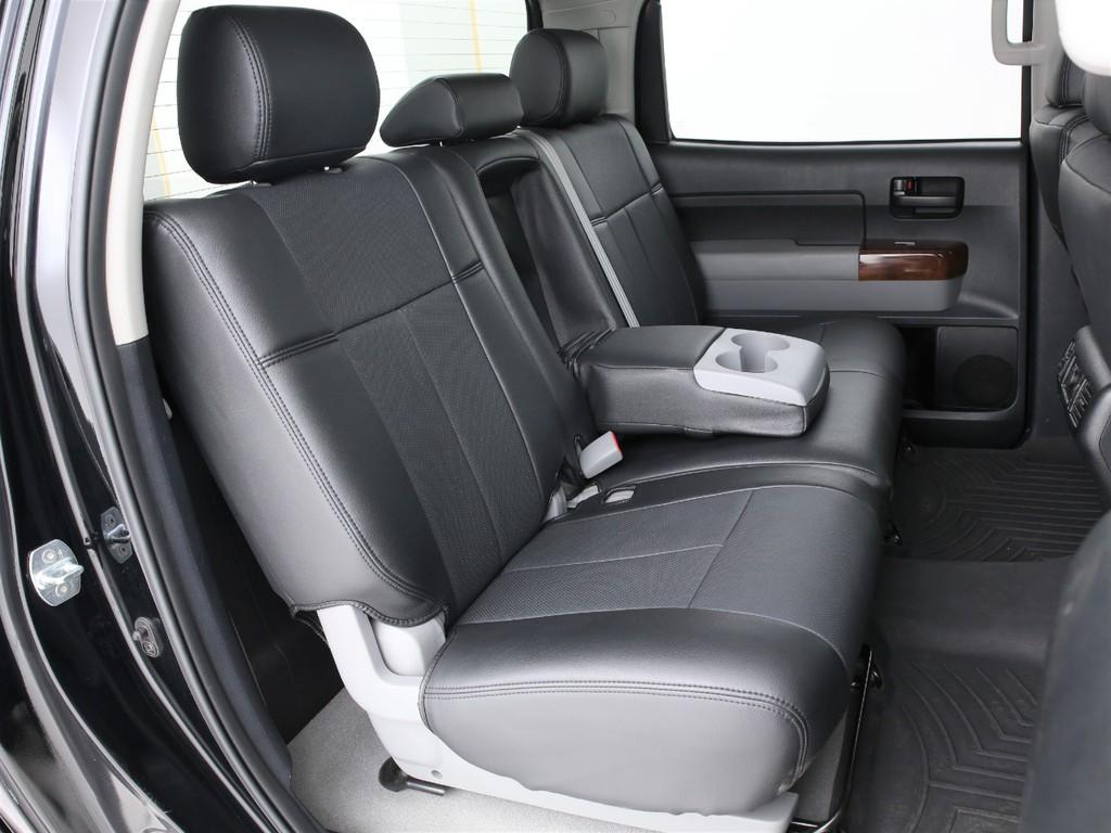 セカンドシートは3人掛けの乗車定員5人!クルーマックスなので前後スライド&リクライニング可能です!