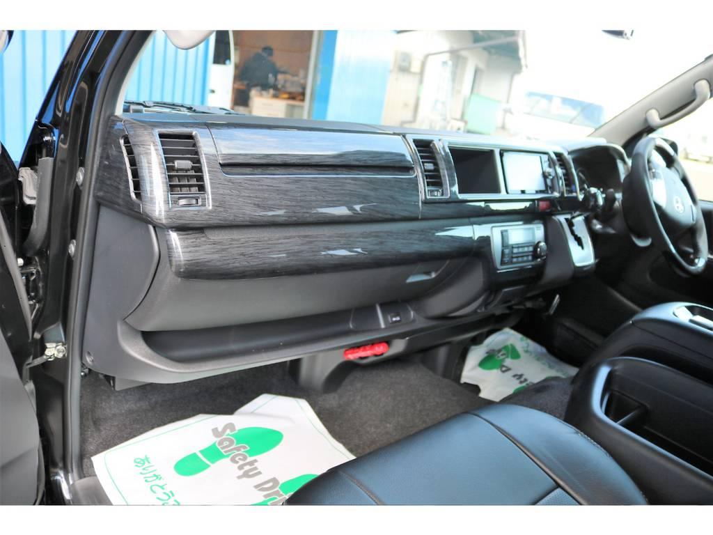 がらっと雰囲気が変わる黒木目インテリア! | トヨタ ハイエース 2.7 GL ロング ミドルルーフ 4WD TSS付