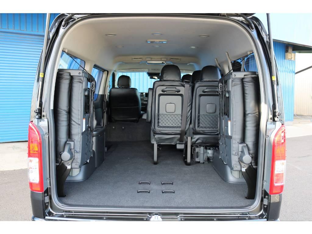 最後列目をサイドに折りたためば荷物もタップリ積めちゃいます! | トヨタ ハイエース 2.7 GL ロング ミドルルーフ 4WD TSS付