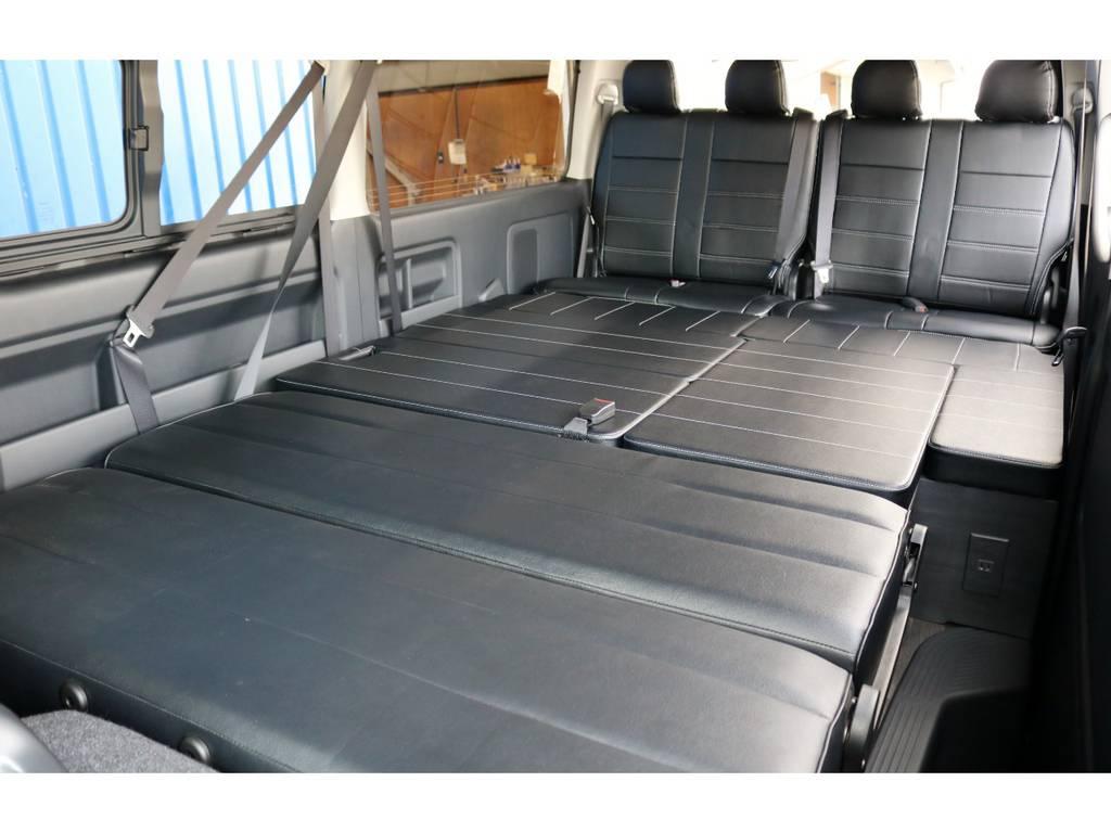 セカンドシートをフラットに変形させて広々としたベッドアレンジに!大人でも足を伸ばして寝れます!   トヨタ ハイエース 2.7 GL ロング ミドルルーフ 4WD TSS付 Ver2