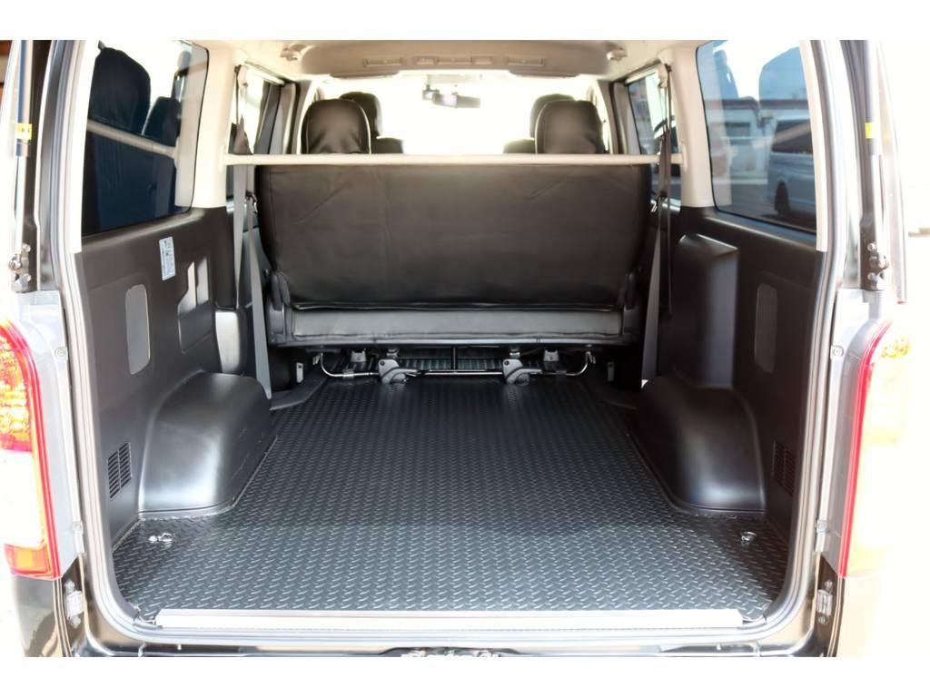 リアはアルミ鋼板柄床張り施工済みでお仕事ややトランポにも使える1台です!