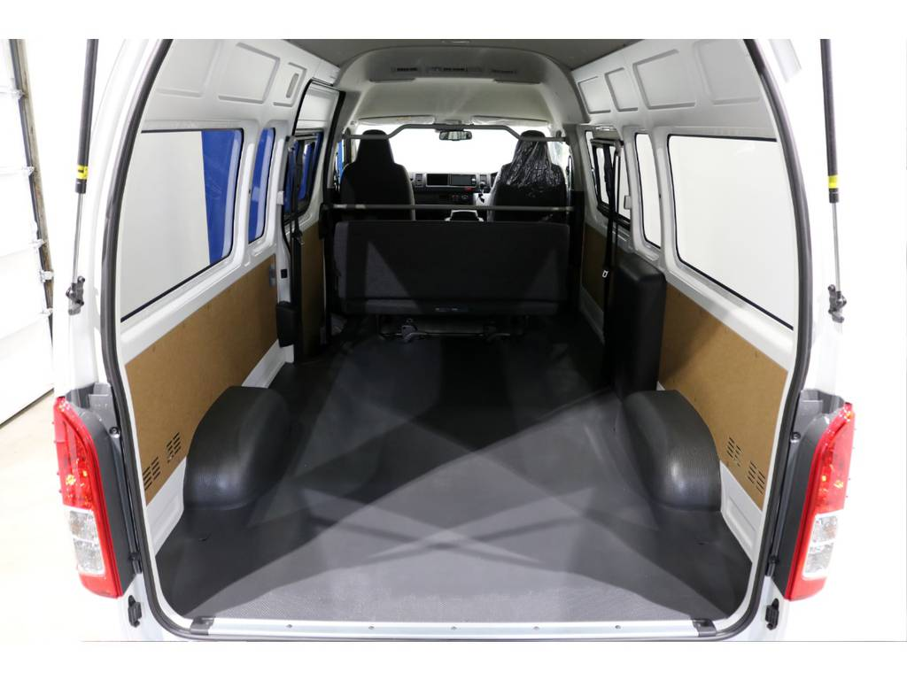 この荷室はハイエースのスーパーロングハイルーフだからこそ可能な空間です! | トヨタ ハイエースバン 2.8 DX ワイド スーパーロング ハイルーフ GLパッケージ ディーゼルターボ 4WD TSS付