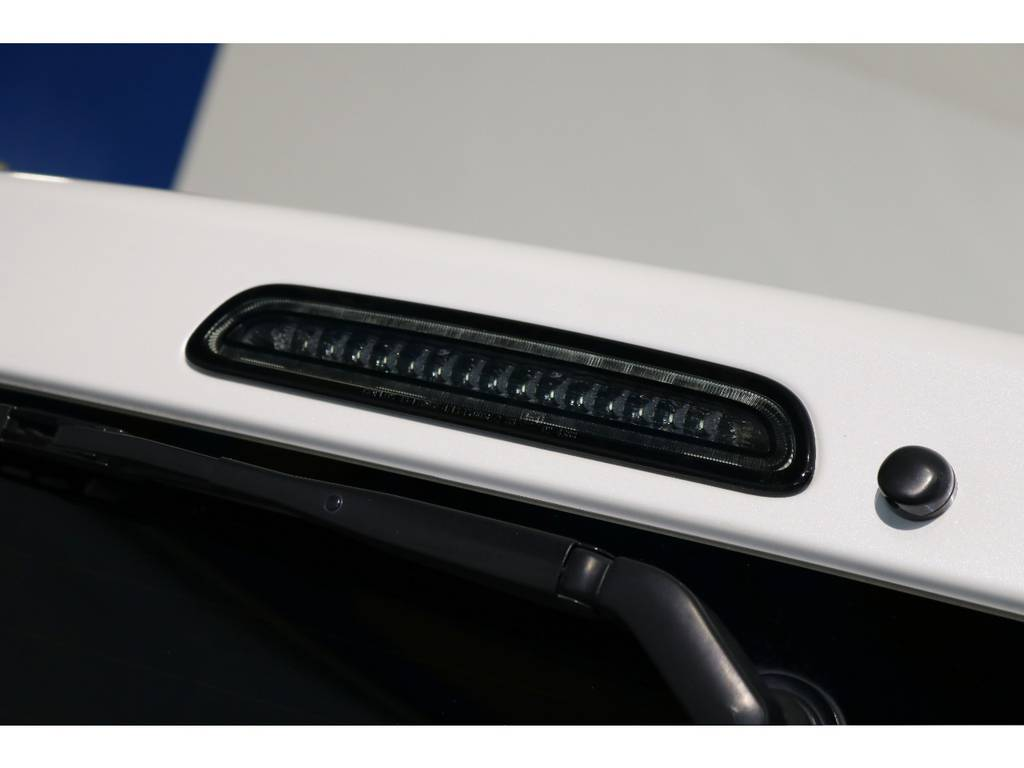 LEDハイマウントストップランプもスモークに変更!