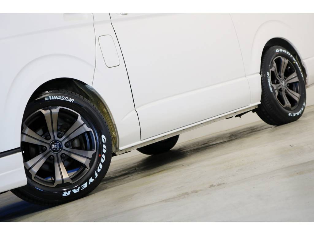 足元はバルベロ アーバングランデ17インチアルミホイール(FLEX専用カラー)&ナスカータイヤ!