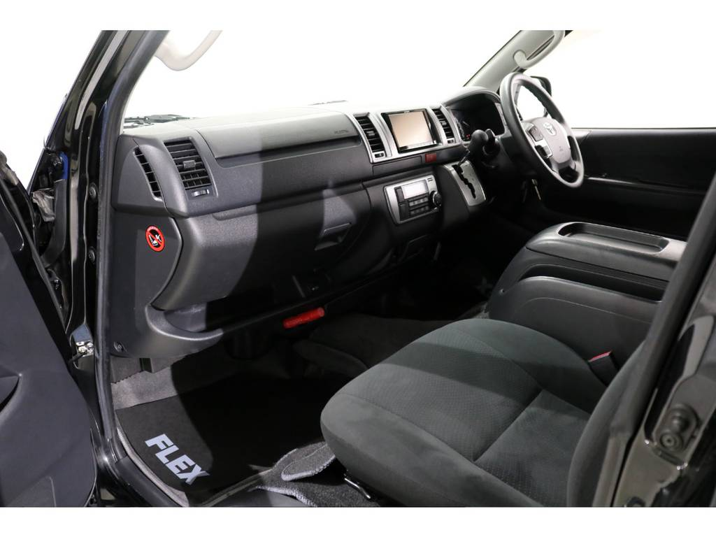 内装のコンディションも良好です! | トヨタ ハイエースバン 3.0 スーパーGL ロング ディーゼルターボ 4WD 4型